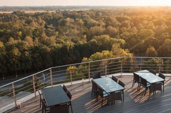 Restaurant régional avec terrasse ensoleillée