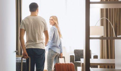 Escapade romantique en couple dans un hôtel du centre-ville